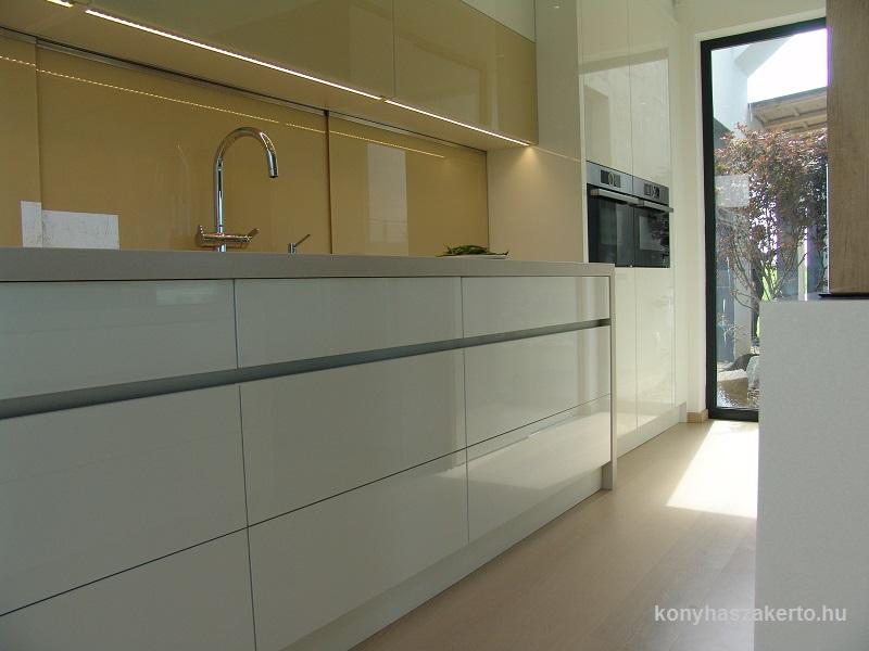 magasfényű modern konyhabútor